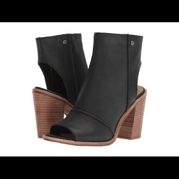cbfd5205386 Ugg Women's Valencia Peep toe heeled sandal